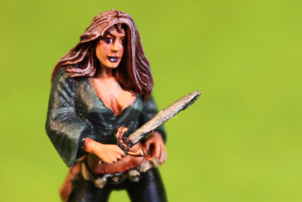 Dungeons & Dragons – Human Female Thief (Dark Sword Miniatures)