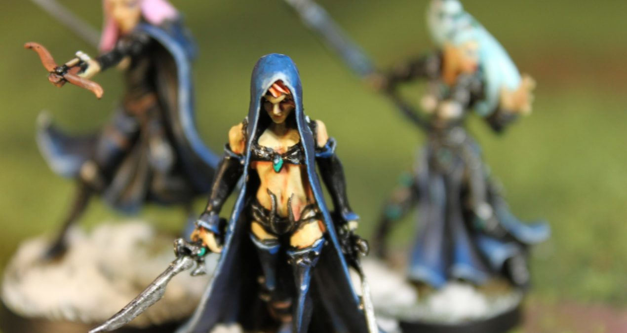 Dungeons & Dragons – Dark Elf Ladies (Darksword Miniatures, Hasslefree Miniatures, Avatars of War)
