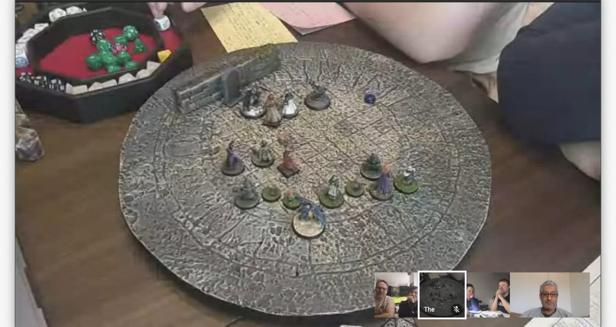 Running remote Dungeons & Dragons games with terrain and/or miniatures